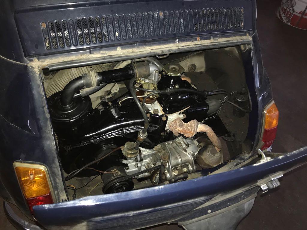 Revisione Di Un Motore Della Vecchia Fiat 500 Auto D Epoca Foggia